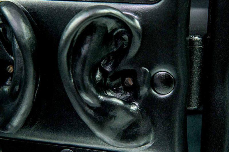 3Dio_OmniPro_Ear-SideAngle_Closeup_w900